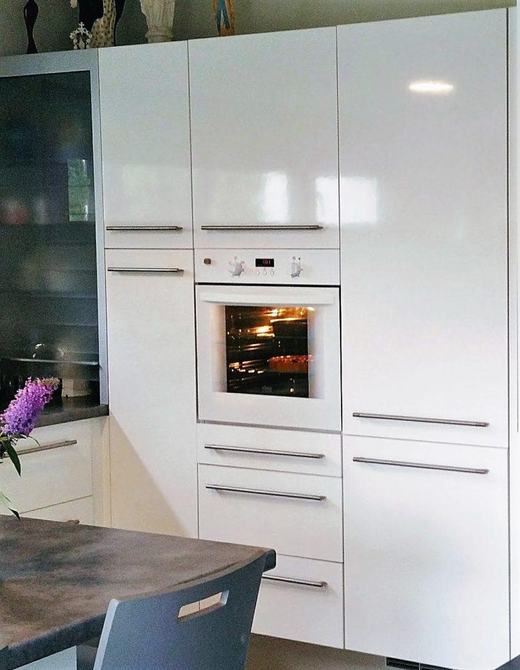 armoire blanche avec four pour cuisine équipée