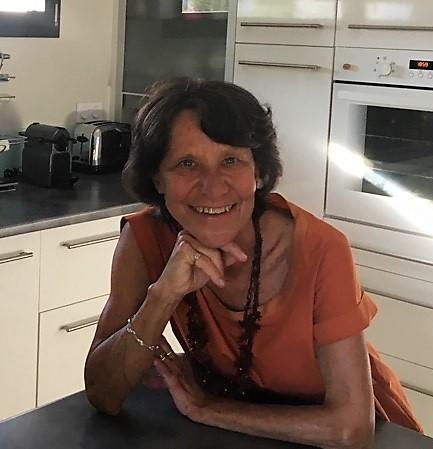 Marie-Christine nous présente sa cuisine équipée