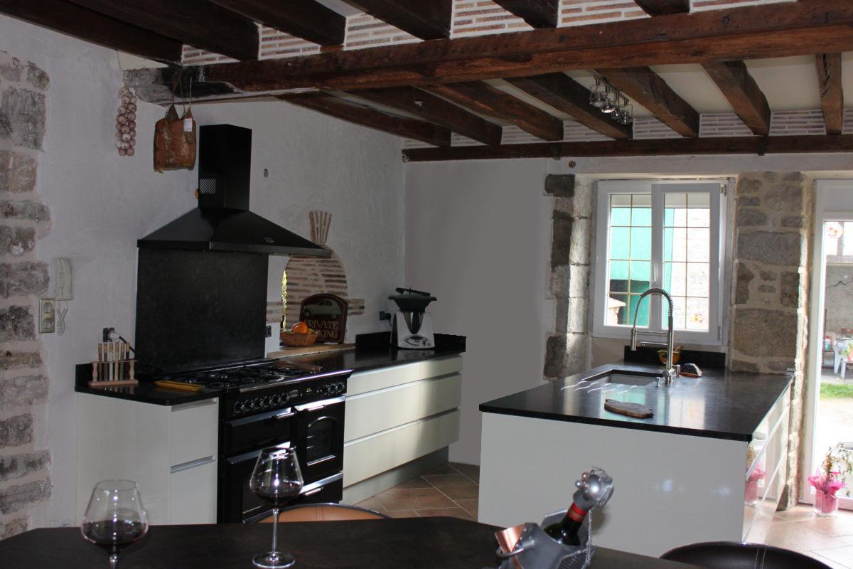 Une cuisine ouverte et de nombreux rangements