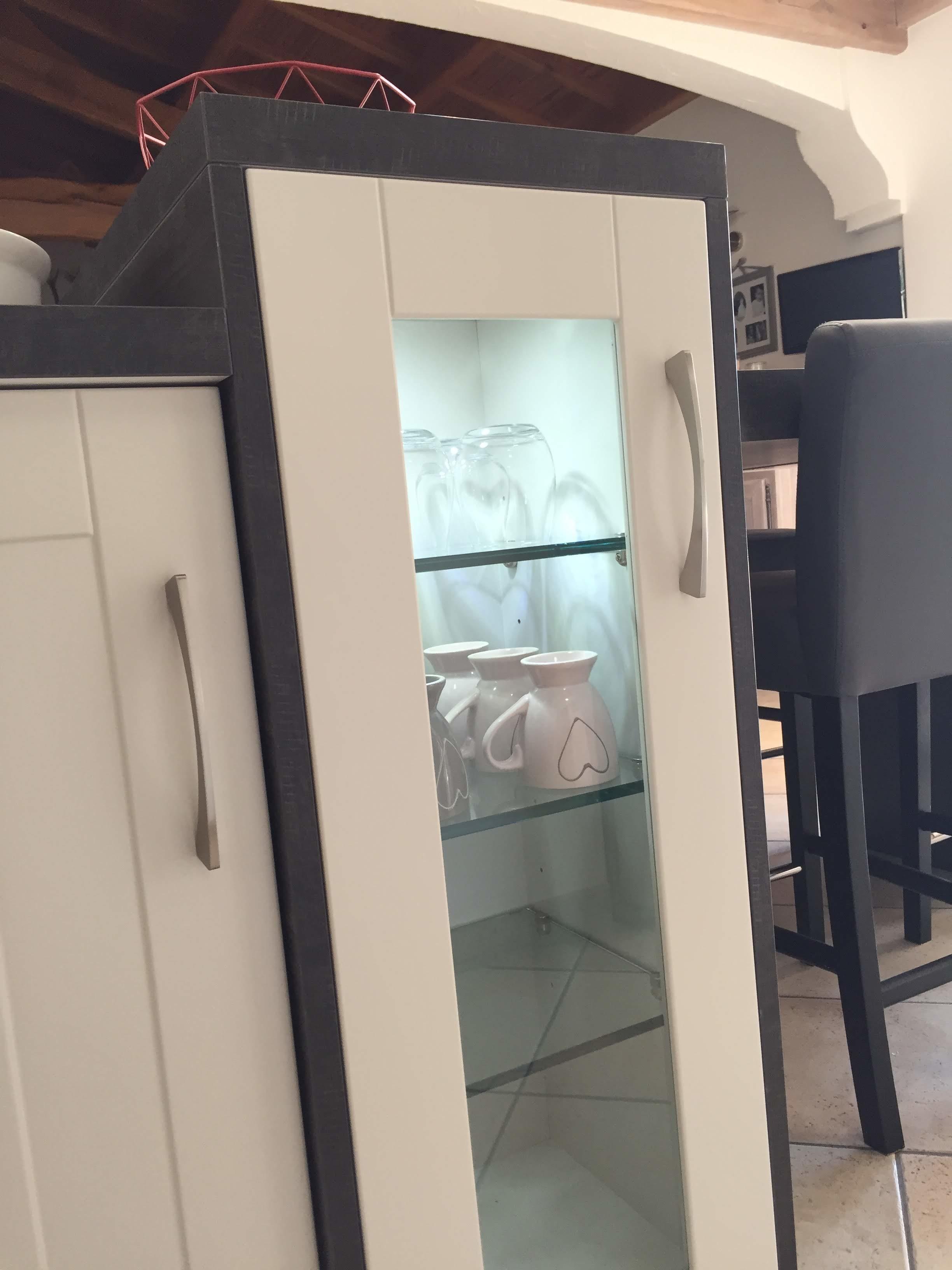 vitrine-eclairante-sur-ilot-cuisine