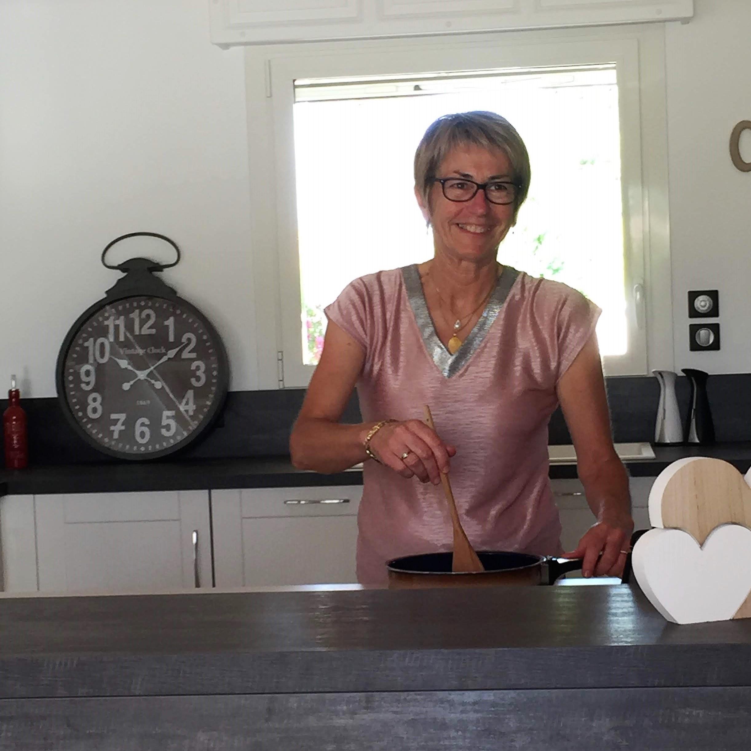 notre-cliente-en-pleine-preparation-cuisine