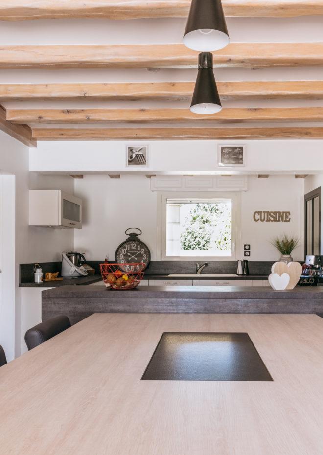 table-repas-epaisseur-8cm-meubles-encastres