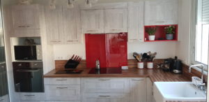 panoramique-cuisine-equipe-four-mc-plaque
