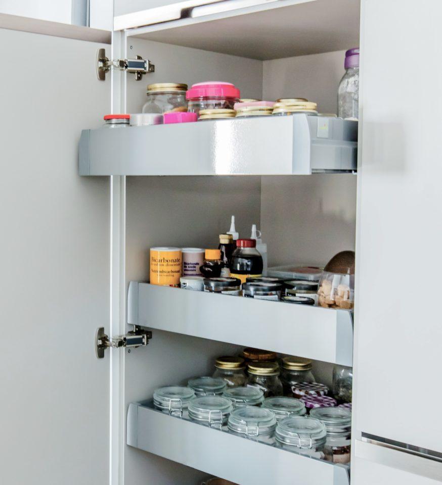 rangement-armoire-coulissante-cuisine
