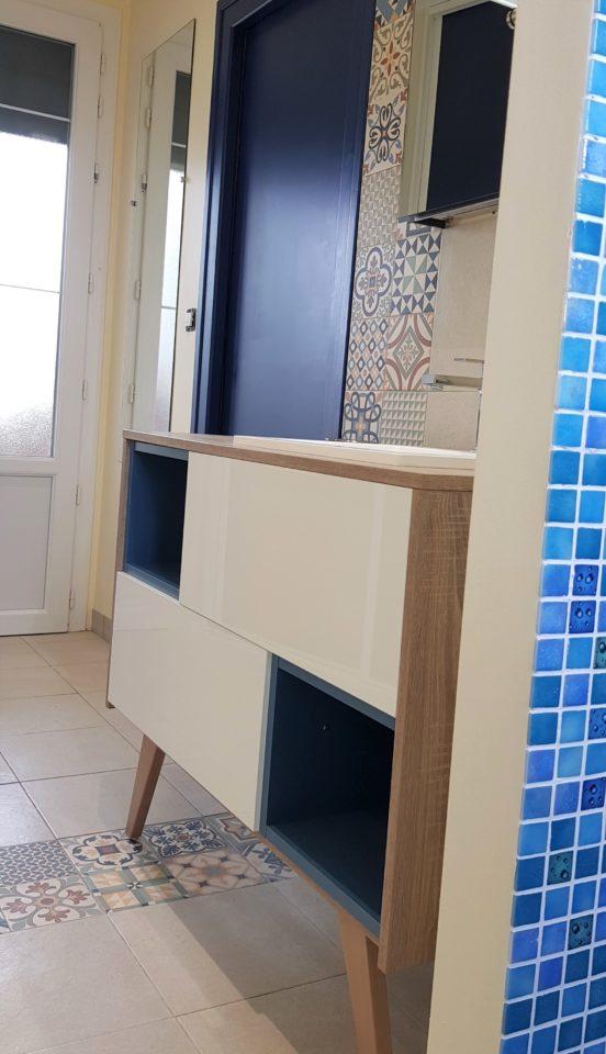 amenagement-salle-de-nain-meuble-graphique-blanc-bleu-charente-maritime