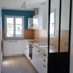 amenagement-cuisine-equipee-meubles-blanc-polaire