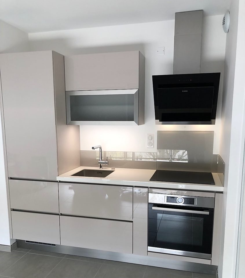 cuisine-equipee-residence-secondaire-meuble-coloris-grege