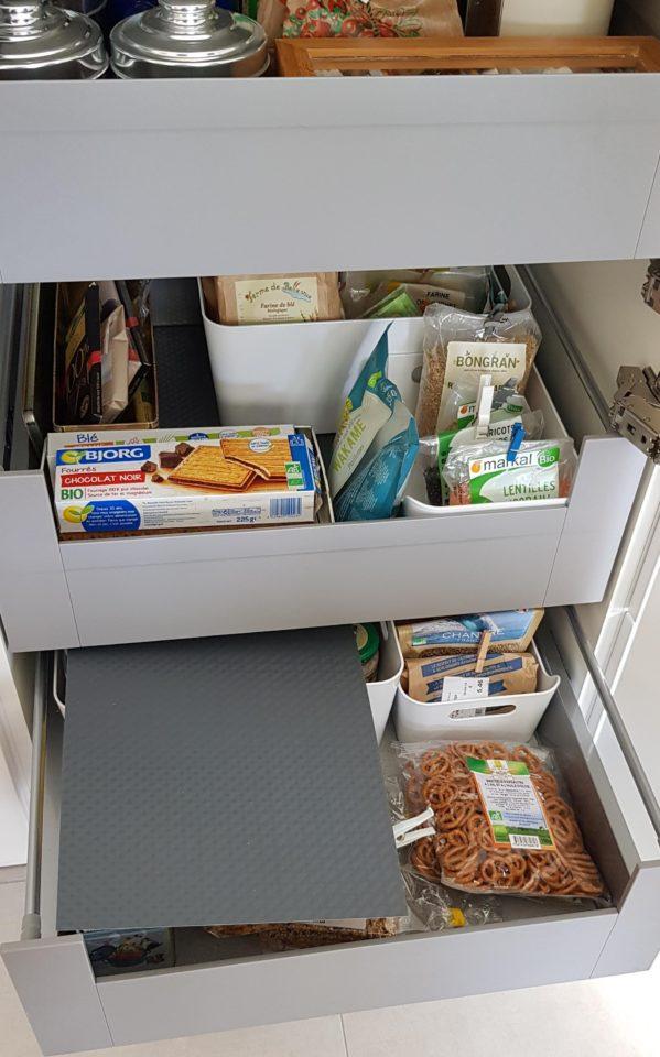 rangement-tiroir-coulissant-dans-la-cuisine-equipee