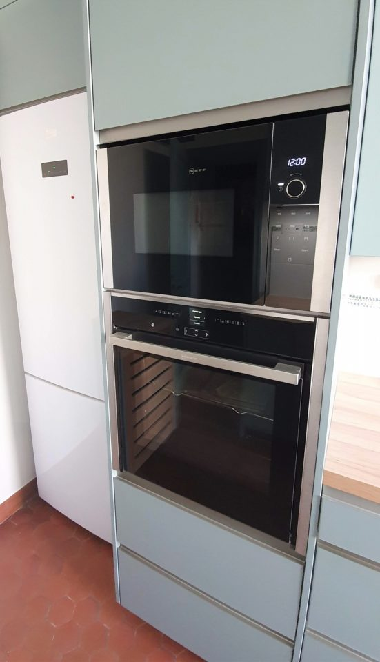 armoire-four-cuisine-equipee