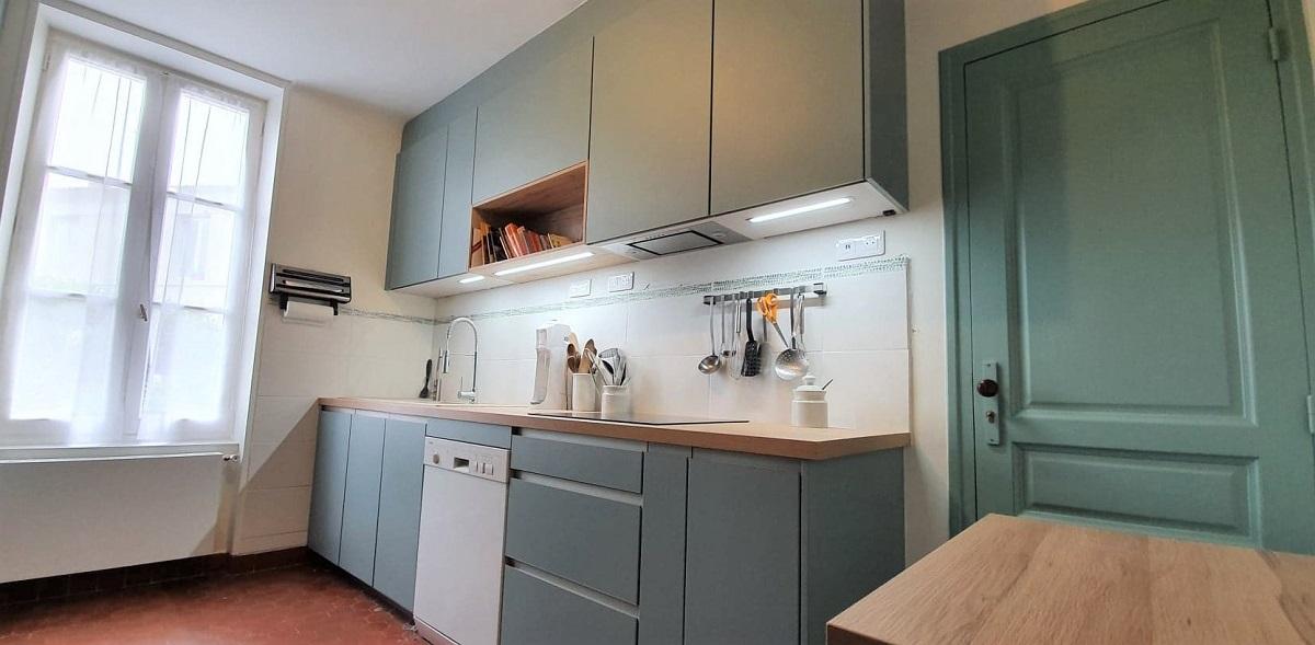 cuisine-equipee-laque-vert-aqua-st-georges-dedidonne