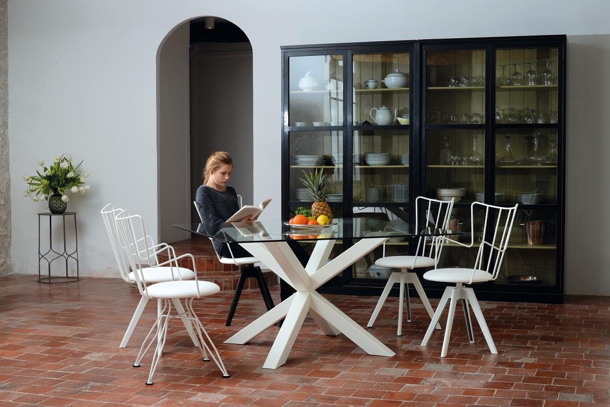 table verre pied en rosace et chaises Well Charente-Maritime près de Royan