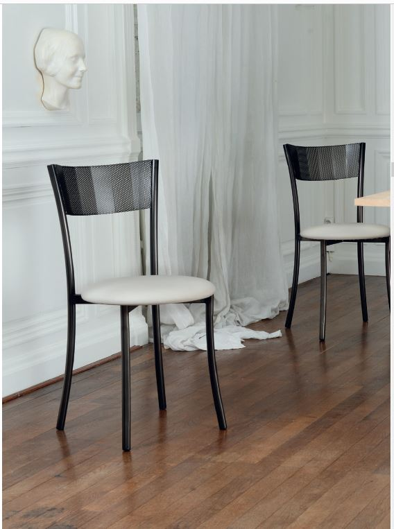 chaises Wasabi dossier dentelle assise nude Charente-Maritime